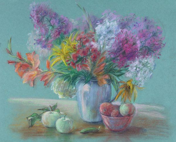 Красивый натюрморт из разных цветов