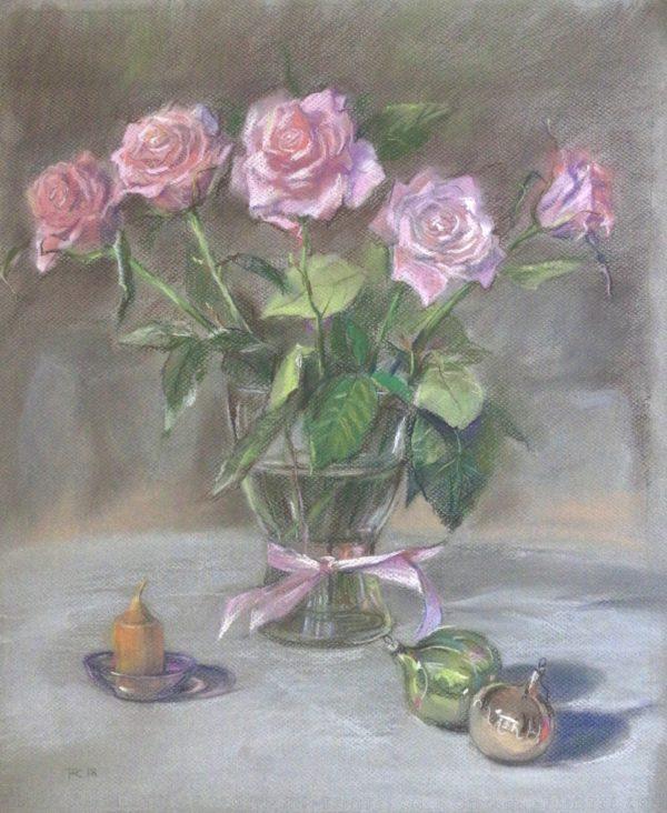 Розы с елочными игрушками